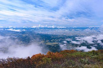 磐梯山から眺める会津若松の街と飯豊山(いいでさん)の写真