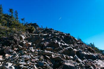 甲武信ヶ岳山頂直下の瓦礫帯の写真