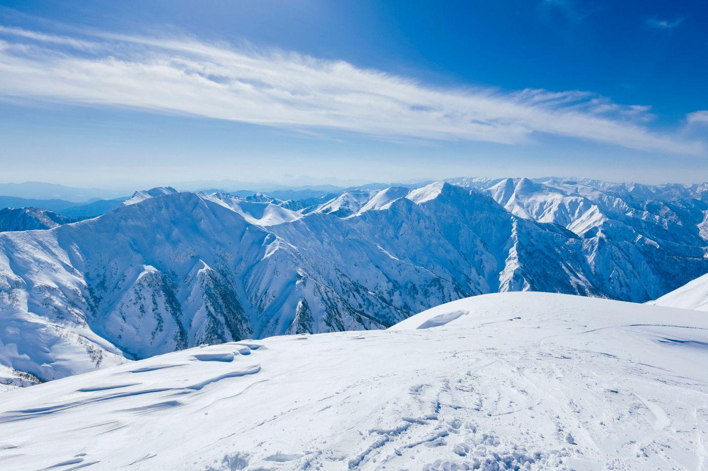 一ノ倉岳から見る谷川主脈の写真