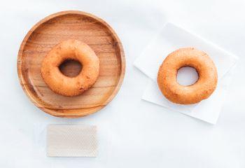 イートインしたドーナッツとテイクアウトしたドーナッツの写真
