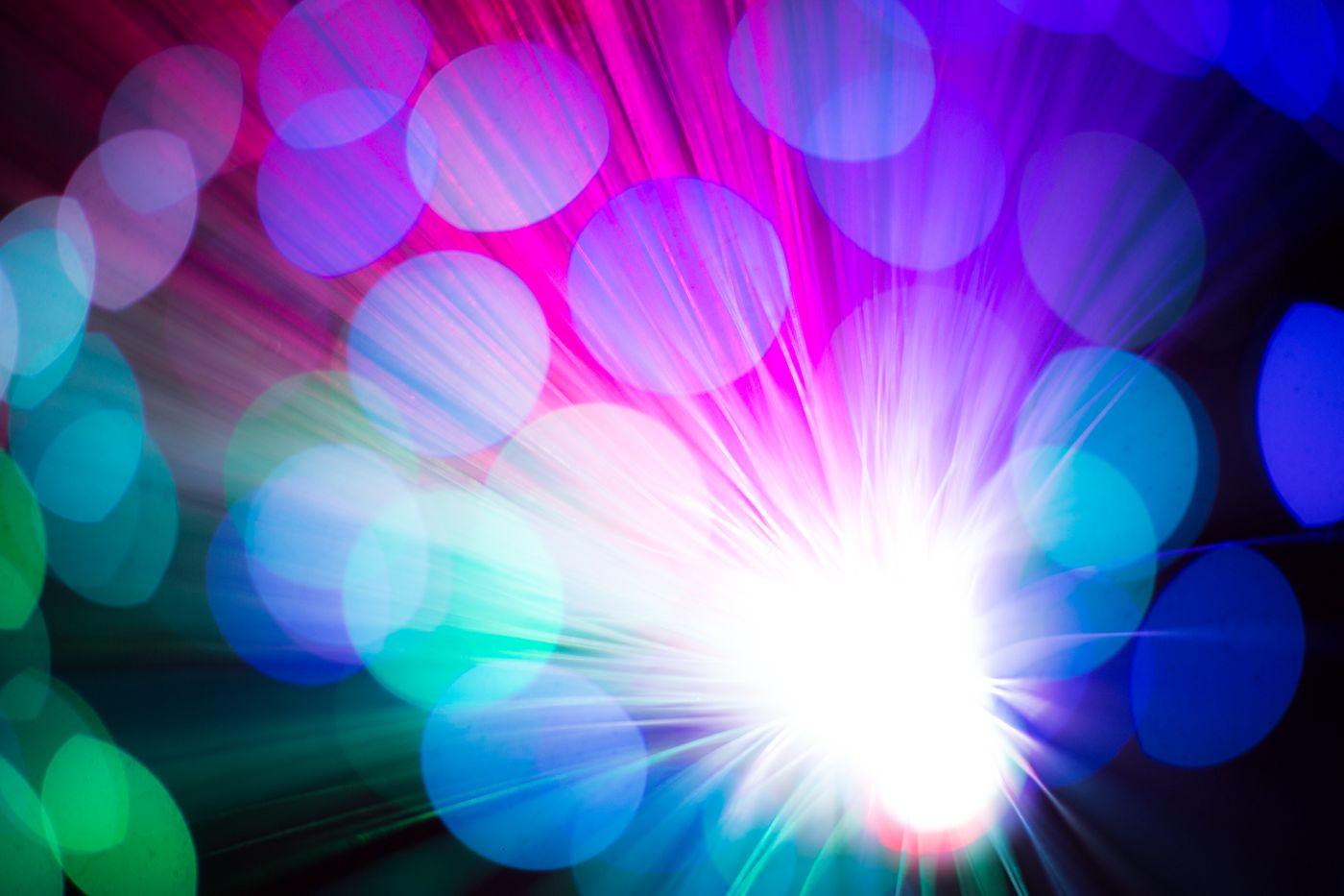 鮮やかな玉ボケと光の集合の写真