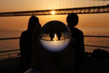 恋人と水晶玉の写真