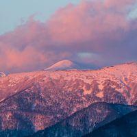 雪残る秋田駒ケ岳の写真