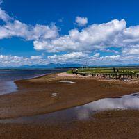 野付半島の海岸と木道の写真