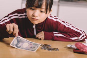 金欠に苦しむ貧困女子の写真