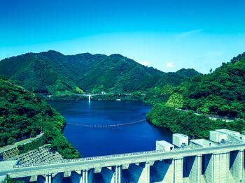 奥津湖と苫田ダム(岡山県鏡野町)の写真