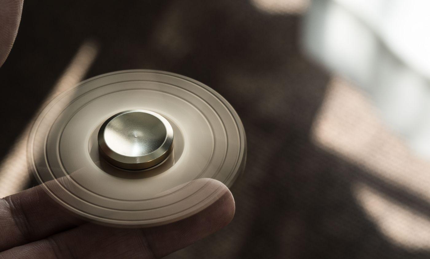 片手で簡単に回せるハンドスピナーの写真