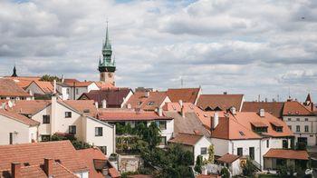 ズノイモ市街と時計台(チェコ共和国)の写真