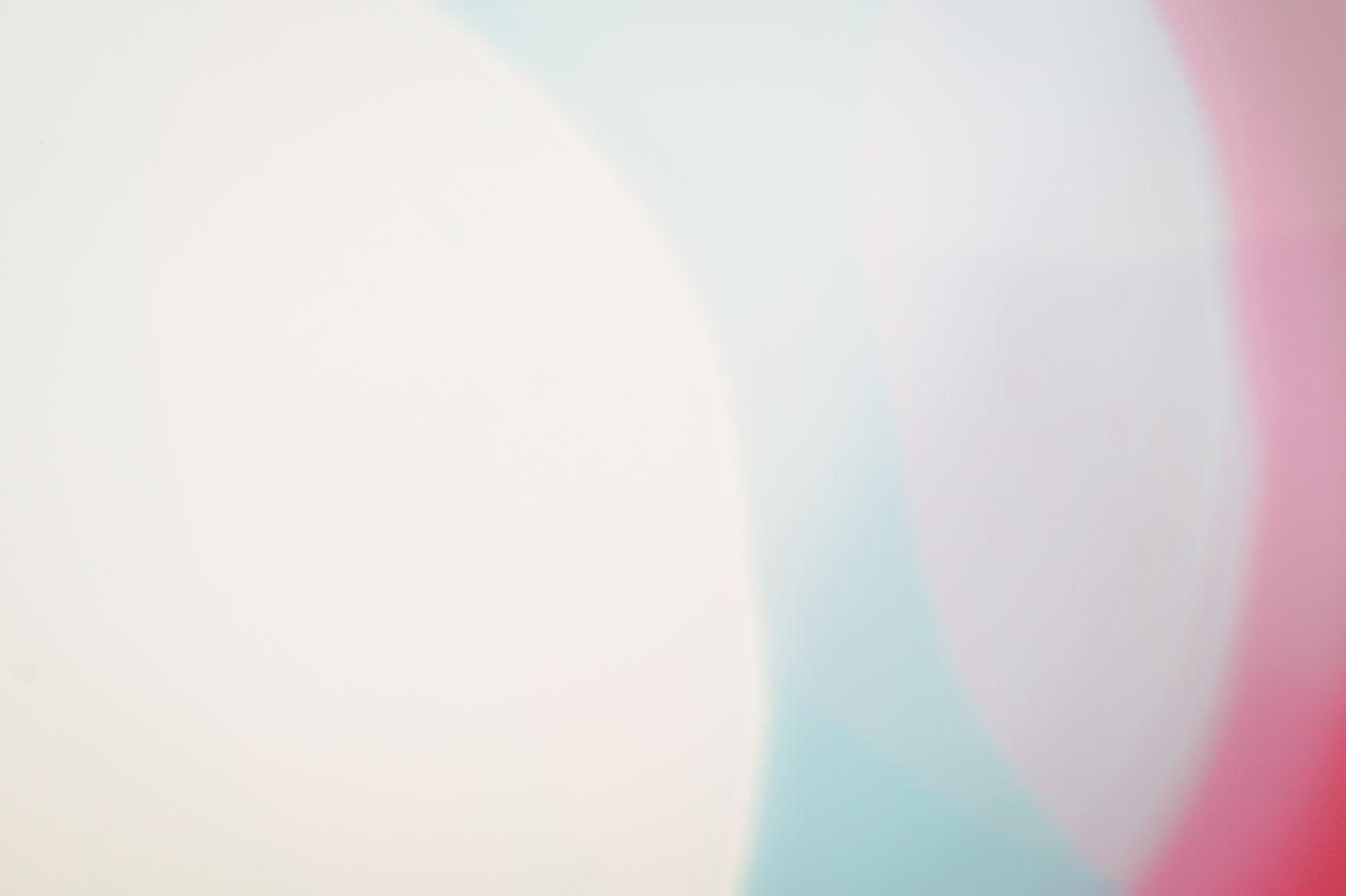 三色の大きなボケの写真