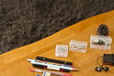 ボールペンで紙に書いた字を消す方法|服/壁/布でも消せる?