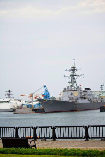 ヴェルニー公園と軍艦の写真