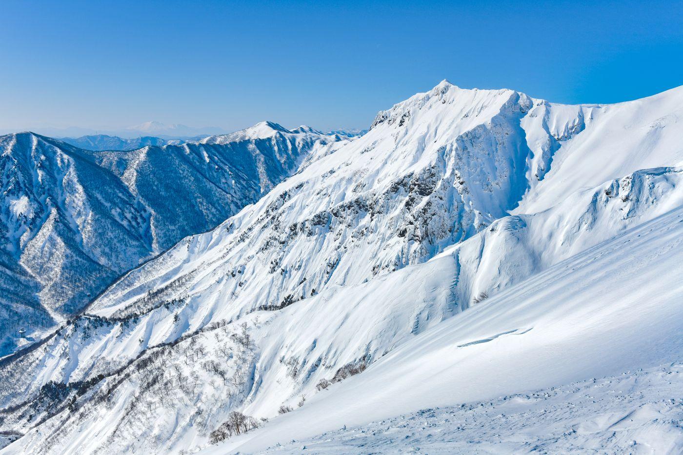 冬の谷川岳登山道からの景色の写真