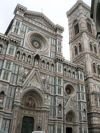 フィレンツェの大聖堂のファサードの写真