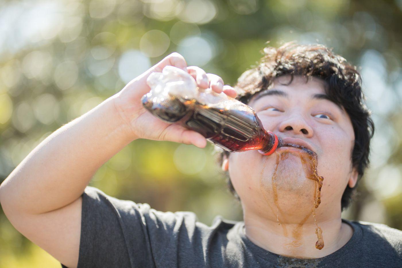 がぶ飲み男子の写真