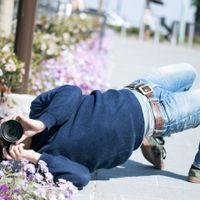 撮影に集中するとイナバウアーを披露するクセがあるカメコの写真
