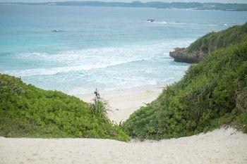 目の前に広がる宮古島の砂山ビーチの写真