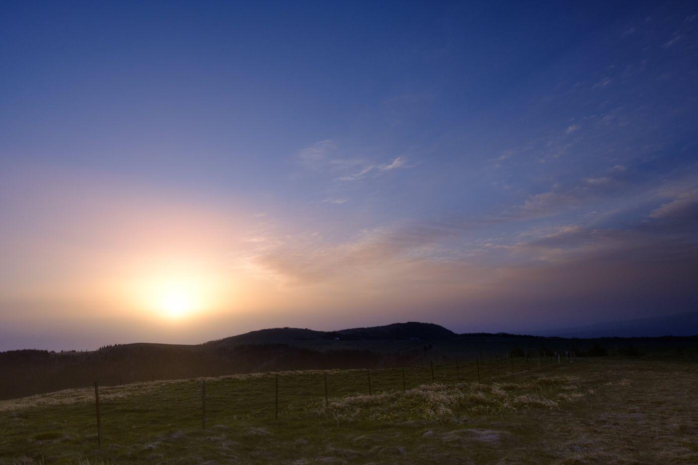 日が暮れる直前の美ヶ原高原の写真