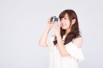 フイルムカメラで撮影女子の写真