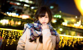 駅前で彼女と待ち合わせ(冬)の写真