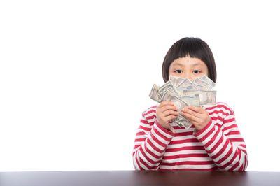 お年玉が子供銀行券だった時の表情の写真