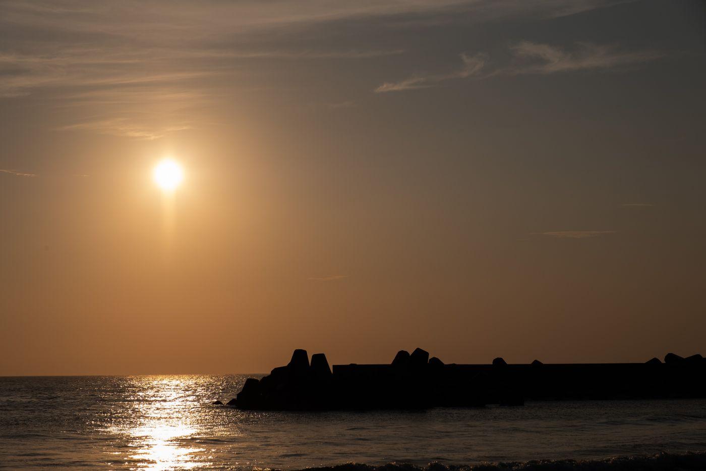 一宮海岸の防波堤のシルエット(千葉県一宮町)の写真