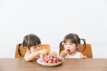 子供たちのおやつに葡萄を与えてみたの写真