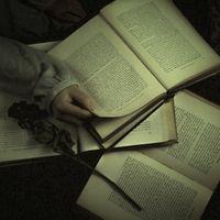 洋書を読むの写真