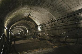 ダンジョン感ある土合駅の下り階段(462段)の写真