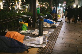 新製品の徹夜寝袋組の写真