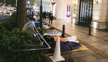 店舗前の行列の様子(寝袋組)の写真