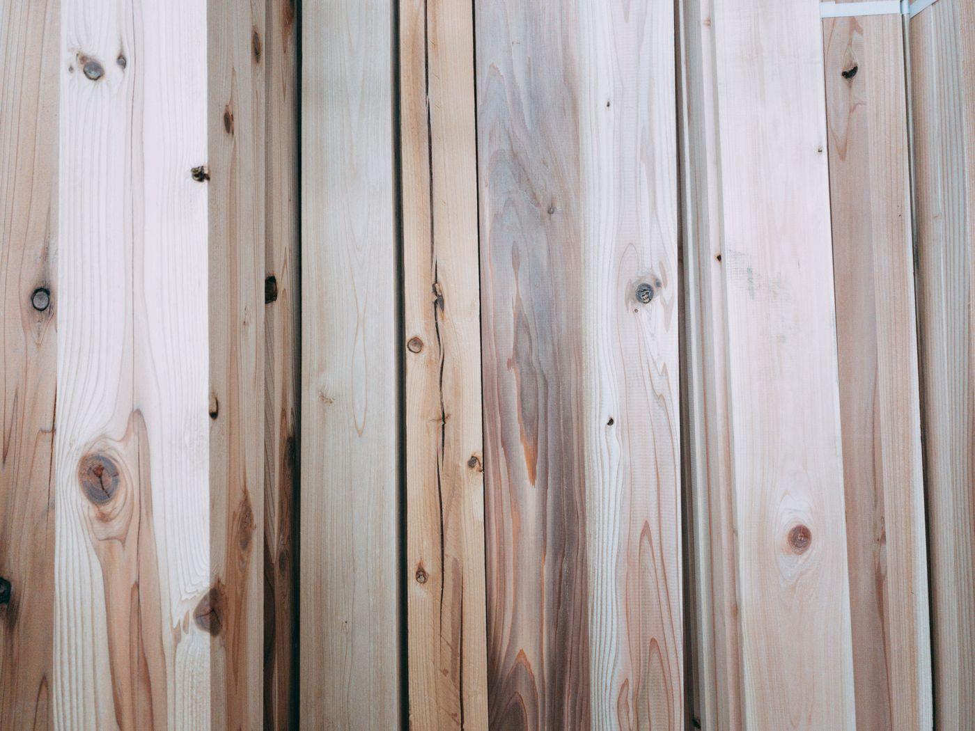 立てかけられた板(テクスチャ)の写真