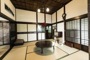 日本家屋の昭和レトロな和室の写真