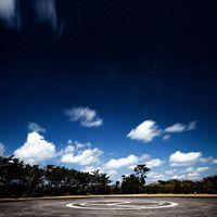 神津島ヘリポート場から見える星空の写真