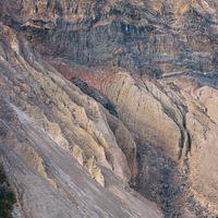 神津島の崩れた山の断崖の写真