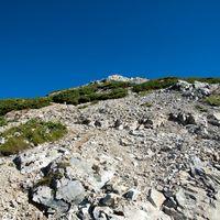 登り辛いザレ場の斜面の写真