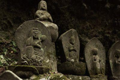 滝沢観音石仏群の石像の写真