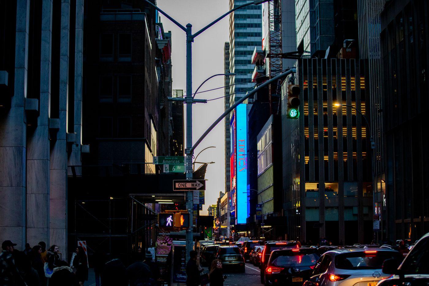 車渋滞で並ぶブレーキランプ(ニューヨーク)の写真