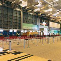 閑散としたシンガポール空港の写真
