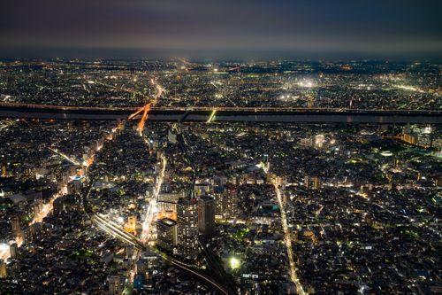 街並みの夜景の写真