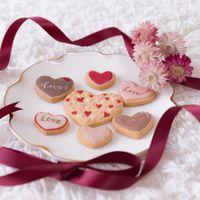 リボンとハートのクッキー(バレンタイン)の写真