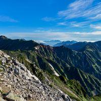 鷲羽岳山頂から見る水晶岳、裏銀座コース方面の写真
