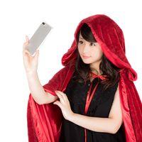 ハロウィン衣装で自撮り女子の写真
