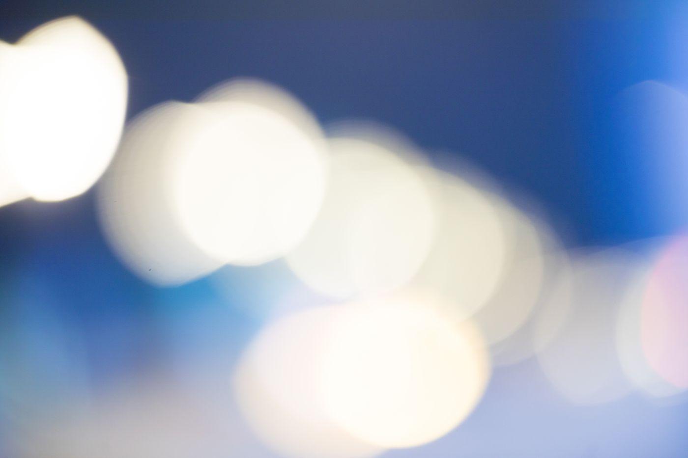夜の街あかり(ボケた光)の写真