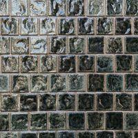 艶のある正方形のタイル壁(テクスチャ)の写真
