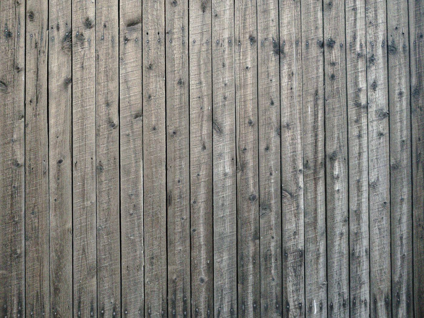 細い木材の壁の写真
