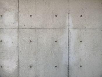 コンクリート打ちっぱなしの外壁の写真