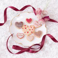 くるくるリボンとバレンタインクッキーの写真