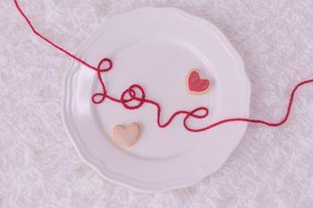 赤い糸のLOVEとハートの写真