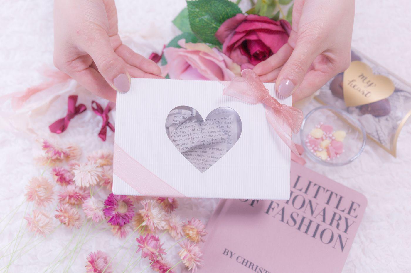バレンタイン用のハートのプレゼントボックスの写真