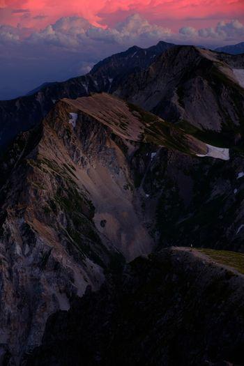 ピンク色に染まる白馬連峰の写真